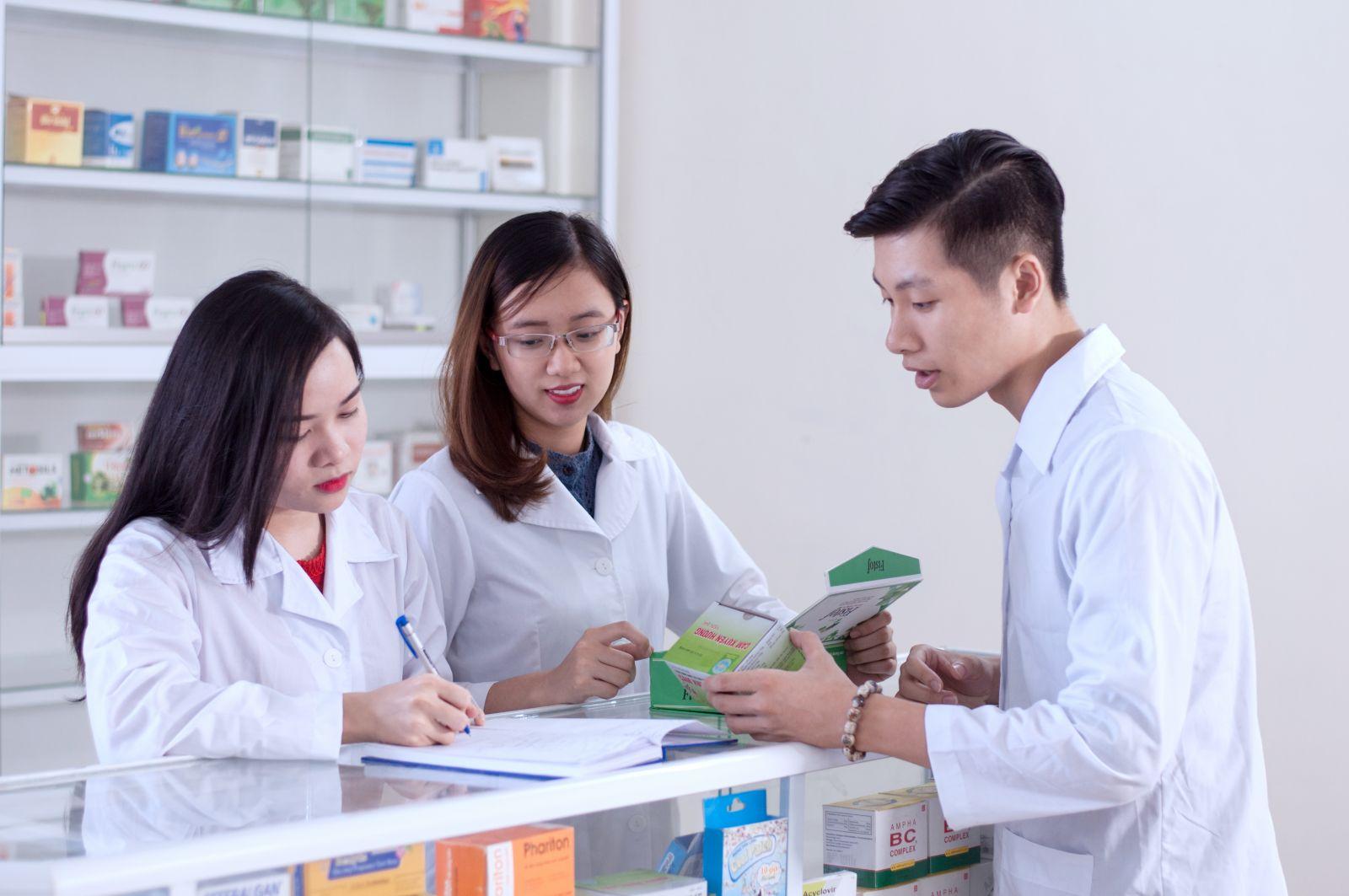 ngành dược học ra làm gì